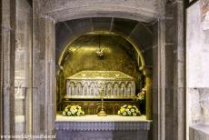 Santiago de Compostela (Old Town) - Santiago de Compostela (Old Town): The silver reliquary chest containing the remains of the apostle James in the crypt of the Cathedral of...