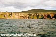 Neolithisch Orkney - The Old Man of Hoy is located on the Island of Hoy, one of the Orkney Islands. The Old man of Hoy is a 137 meter high sea stack, the rock is...