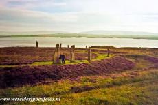 Neolithisch Orkney - The Ring of Brodgar is a Neolithic henge and stone circle northeast of Strommness on Mainland Orkney. The stone circle is one of the...