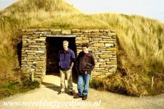 Neolithisch Orkney - Heart of Neolithic Orkney: The passage into the chambered tomb of Maeshowe. Viking warriors broke into Maeshowe in the 12th century, the...