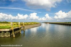 Dutch part of the Wadden Sea - Wadden Sea: The Noordpoldermude is the shallow navigation channel between the harbour of Noordpolderzijl and the Wadden Sea. The harbour of...