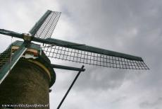 Mill Network at Kinderdijk-Elshout - Mill Network at Kinderdijk-Elshout: The wooden cap or roof can rotate on the top of the stone tower, this construction makes it possible to bring...