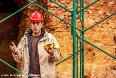 Archaeological Site of Atapuerca - Archaeological Site of Atapuerca: The tour guide shows the fossil of a hominid. The Gran Dolina is one of the caves of Atapuerca. At the Gran...