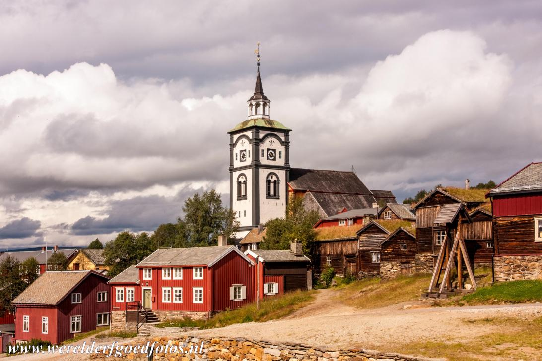 Røros Mining Town - The wooden houses and church of Røros Mining Town. In 1644 copper ore was found in the Røros Mountains. Workers flooded to...