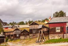 Røros Mining Town - Røros Mining Town and the Circumference: The bell Hyttklokka and the wooden houses. The old bell Hyttklokka was used to notify workers...