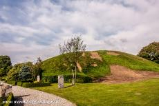 Jelling Mounds, Runic Stones and Church - Jelling Mounds, Runic Stones and Church: Underneath the eight metres high north mound is a grave chamber built from oak felled around...