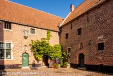 Flemish Béguinage Diest - Flemish Béguinage of Diest: The authentic tavern in the Béguinage of Diest dates from 1618. Most of the Flemish...