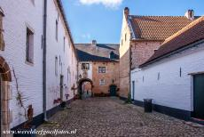 Flemish Béguinage Diest - Flemish Béguinage of Diest: One of the gates is adorned with a niche housing a statue of a saint. The Béguinage...
