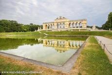 Palace and Gardens of Schönbrunn - Palace and Gardens of Schönbrunn: The Gloriette is situated on Schönbrunn Hill. On the roof is an observation deck, it offers...