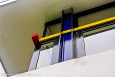 Rietveld Schröder House - Rietveld Schröder House: The colours of the exterior walls are white and several shades of grey, the door and window frames are black, a...