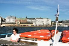 Fortress of Suomenlinna - The Suomenlinna ferry in the harbour of Helsinki in front of the Helsinki Kauppatori. The Fortress of Suomenlinna is only accessible by water. The...