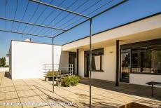 Tugendhat Villa in Brno - Tugendhat Villa in Brno: The rooms on the third floor have direct access to the terrace. De villa is a three storey detached house. Mies van...