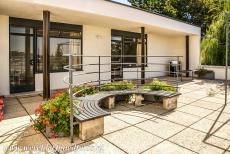 Tugendhat Villa in Brno - Tugendhat Villa in Brno: The upper rooms have access to the terrace overlooking the garden and the city of Brno. Rare and exotic materials are...