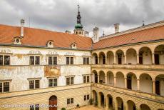Litomyšl Castle - Litomyšl Castle: The façade of the second courtyard with Renaissance graffiti decoration. The Renaissance arcade-castle of...