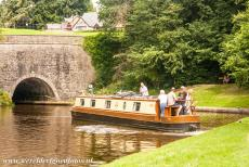 Pontcysyllte Aqueduct - A narrowboat on the Llangollen Canal, on the left the entrance to the Chirk Tunnel. The Chirk Tunnel is located near the border town of...