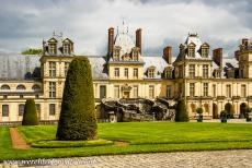 Palace and Park of Fontainebleau - The palace and Park of Fontainebleau: The famous horseshoe-haped staircase is situated in the White Horse Courtyard. The White Horse Courtyard...