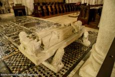 Loire Valley - Loire Valley between Sully-sur-Loire en Chalonnes: The tomb of King Philip I of France, the king was buried in the church of Fleury Abbey...