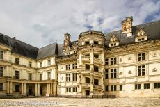 Loire Valley - Loire Valley between Sully-sur-Loire en Chalonnes: The Royal Château of Blois, the Royal Castle of Blois is located in the...