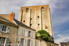 Loire Valley - Loire Valley between Sully-sur-Loire en Chalonnes: The Caesar Tower in Beaugency is one of the oldest examples of Roman military...