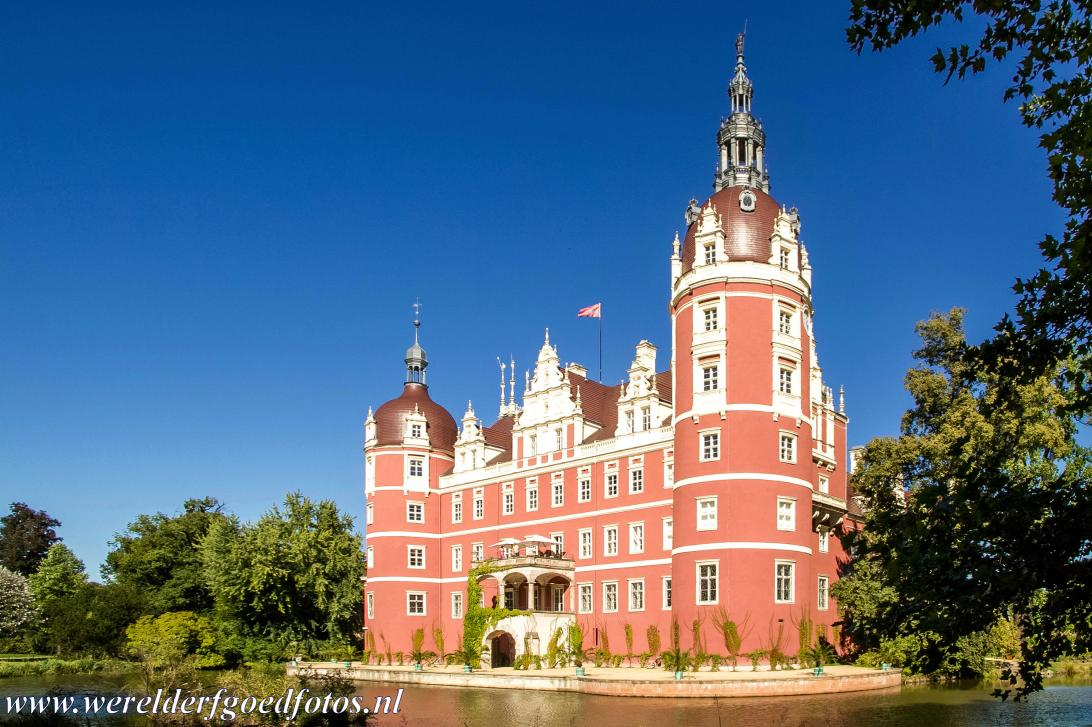 Muskauer Park / Park Muzakowski - Muskauer Park / Park Muzakowski: The New Castle, the Neue Schloss Muskau, in the Muskauer Park. The park includes a man-made canal,...