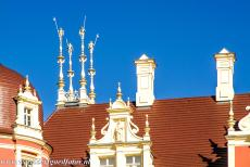 Muskauer Park / Park Muzakowski - Muskauer Park / Park Muzakowski: The decorated roofline of the New Castle, the Neue Schloss Muskau. The castle was severely damaged during...