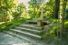 Muskauer Park / Park Muzakowski - Muskauer Park / Park Muzakowski: The Tomb of the Unknown Man, situated on the Polish side. In 1832, a skeleton was uncovered during...