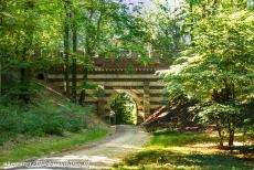 Muskauer Park / Park Muzakowski - Muskauer Park / Park Muzakowski: The Lord's Hill Viaduct crosses a small wooded valley on the Lord's Hill, the Herrenberg. The...