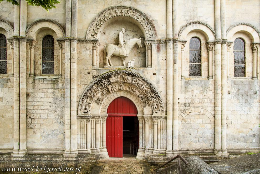 Saint Hilaire Church in Melle - Saint Hilaire Church in Melle: The statue of the horseman is the subject of discussions among art historians, the horseman has been identified as...
