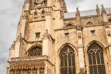 Canterbury Cathedral - Canterbury Cathedral, St. Augustine's Abbey en St. Martin's Church. Behind the Christ Church Gate lies the Canterbury Cathedral....